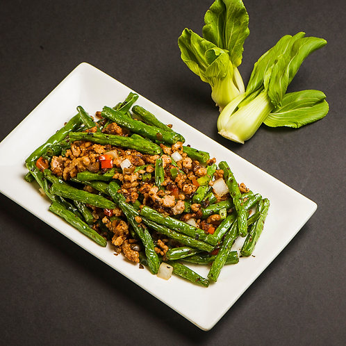 Stir friend pork mince and spring beans (10629)