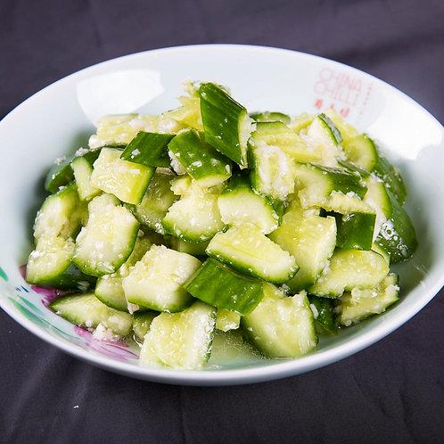 Smashed cucumber with garlic sauce (13055)