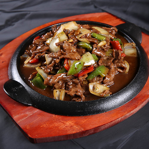 Sizzling black pepper beef with onions and capsicums (10304)