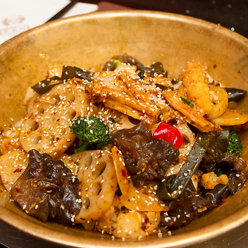 Spicy dry pot beef with lotus root, potatoes, and real black fungus (55059)