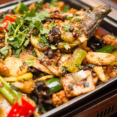 Grilled barramundi fish in vegetables and chilli oils (10210)