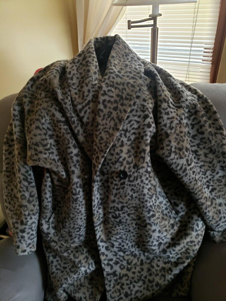 Grey Women's Leopard Coat Size-18-20