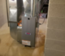 80% Furnace with AprilAire Humidifier_edited.jpg