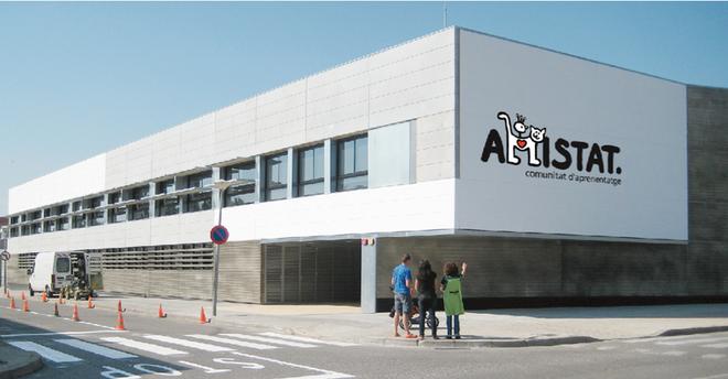 Big logo on primery school Figueres
