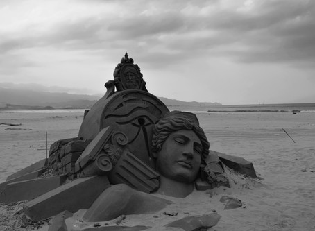 Fulong Beach 福隆海水浴場, Whistles and Sand Sculptures