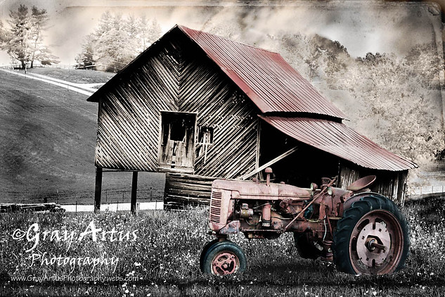 Farmall Tractor - Gray Artus