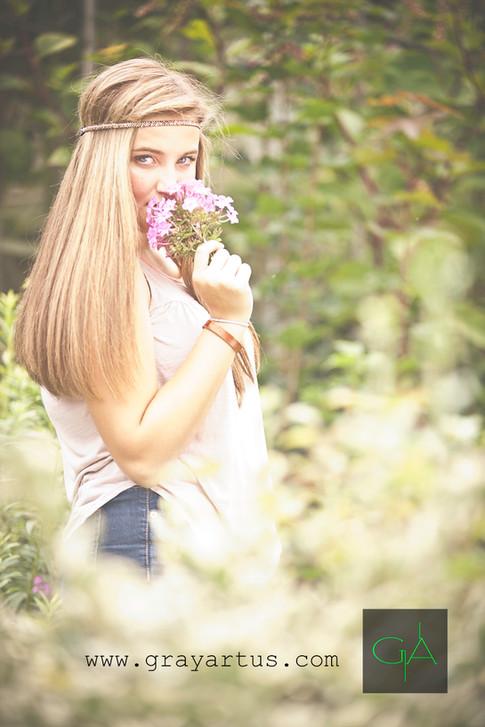 Flower child - Gray Artus