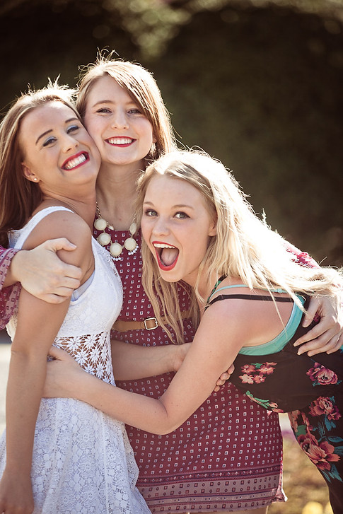 Sisters and friend - Gray Artus