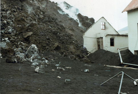 Húsið Horn að fara undir hraun