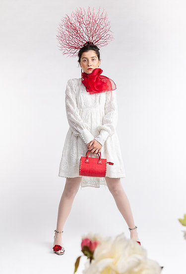 Brautkleid aus Seidentüllspitze (Preis auf Anfrage)