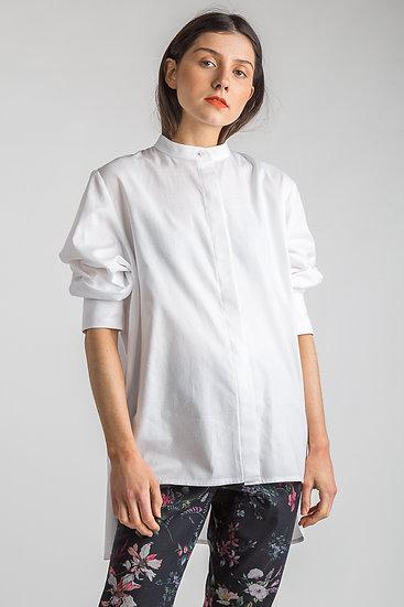 Sommerliche Bluse mit Stehkragen