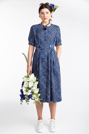 Kleid mit Knopfleiste und Gürtel