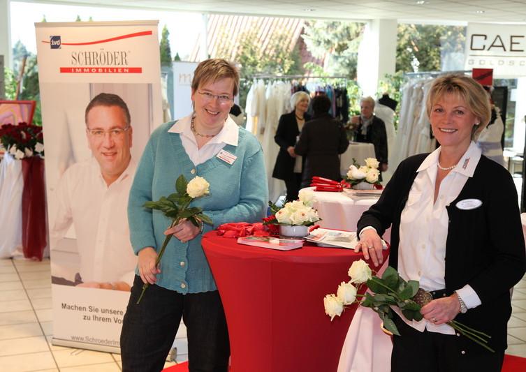 2012 Gudrun Fütterer mit unserer ehemaligen Mitarbeiterin Birgit Sokolowski bei der Hochzeitmesse