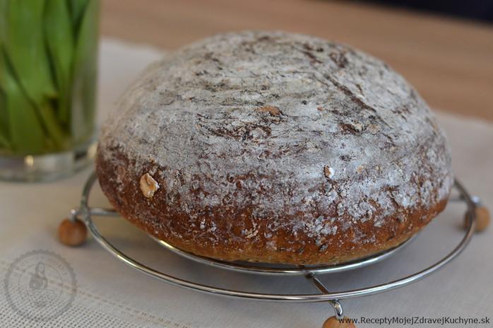 Kváskový špaldovo-ražný chlieb so záparou