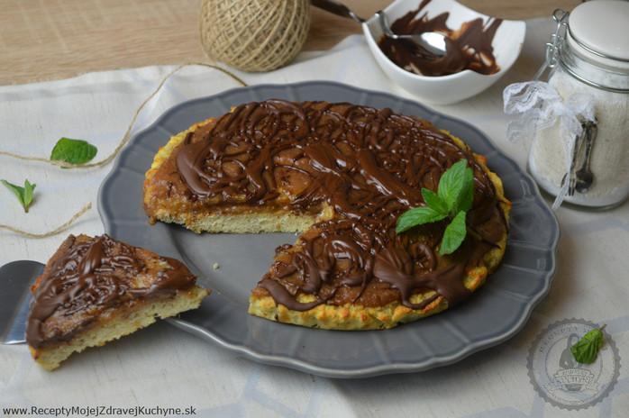 Koláč z kokosovej múky s hruškami a čokoládou