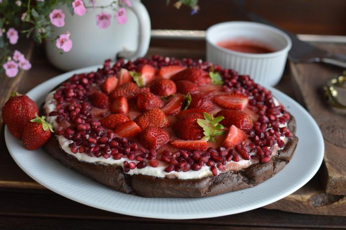 Osviežujúca jahodovo-rebarborová torta