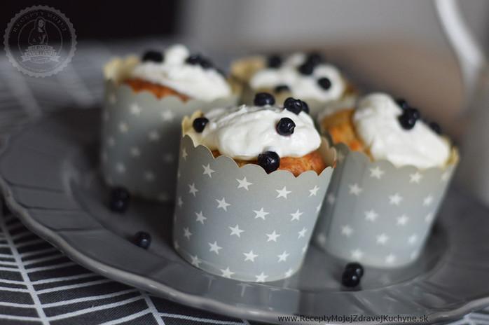 Nadýchané čučoriedkové muffiny s jogurtom