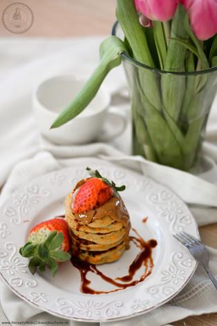 Overnight mrkvovo-jablkové lievance s mandľovým maslom