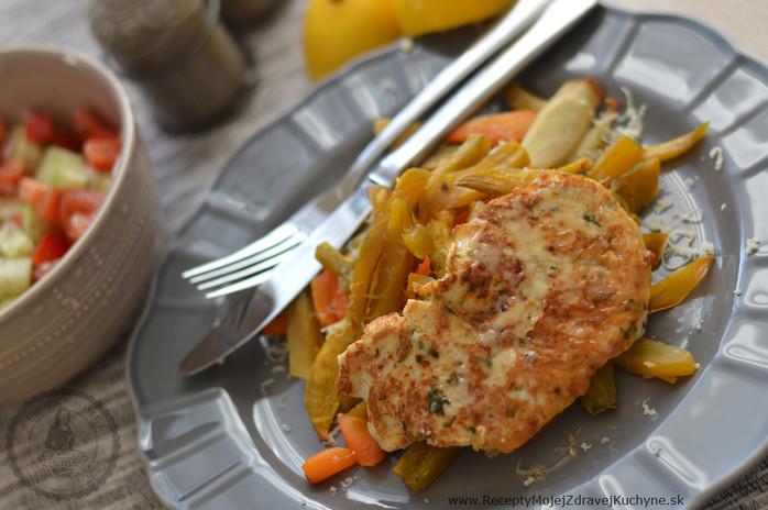 Šťavnaté morčacie mäso so zeleninovými hranolkami a cheddarom