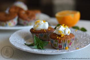 Makové muffiny s malinami a pomarančom