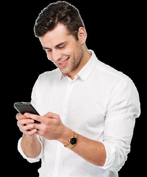 Hombre de negocios feliz viendo su celular