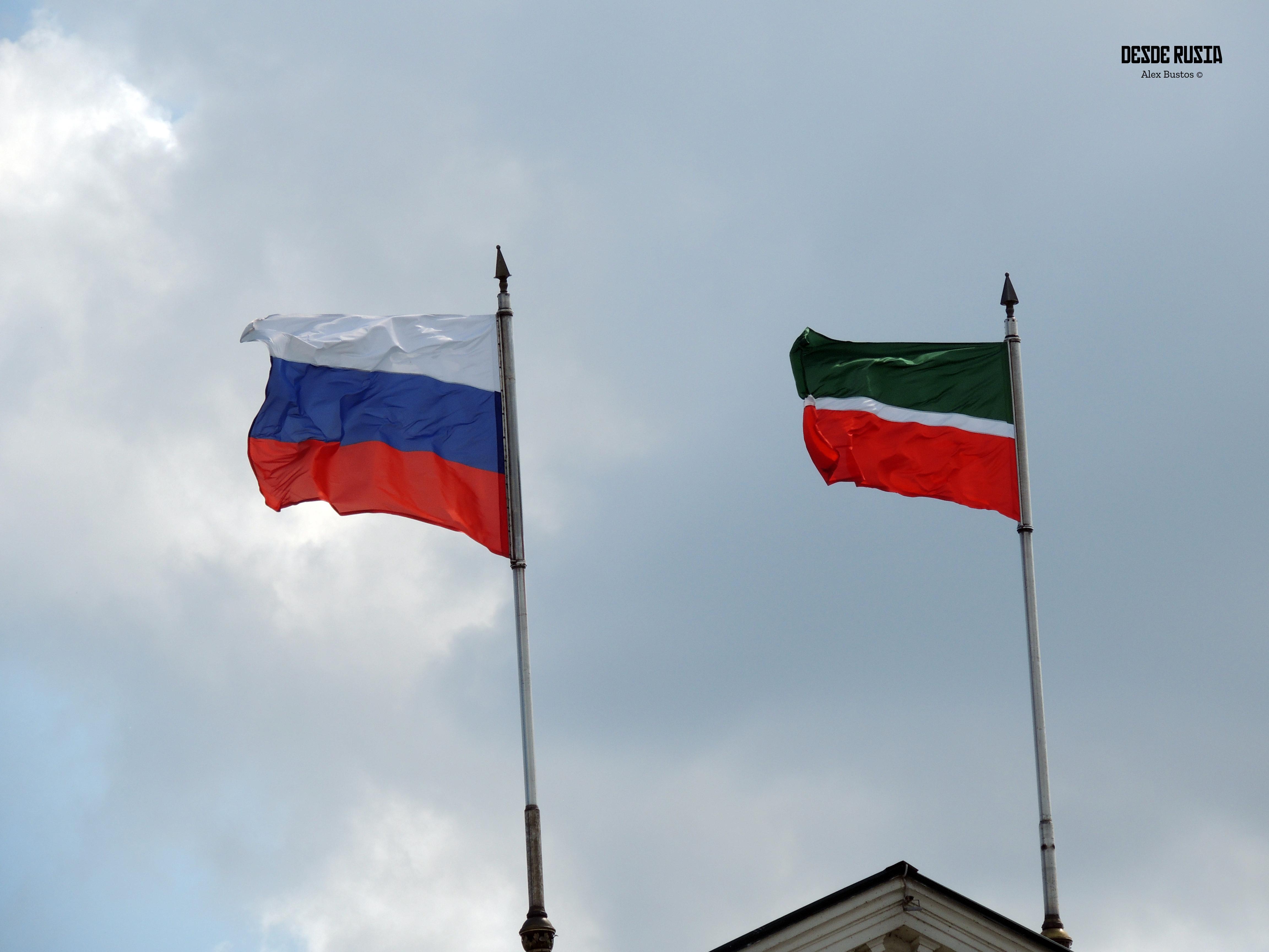 Banderas de Tartastan y Rusia