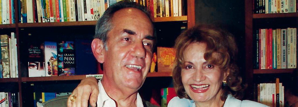 """Paulo José e Rosa Maria Murtinho lendo trechos do livro """"O amor e seus múltiplos"""", do poeta Glaufe Rodrigues"""