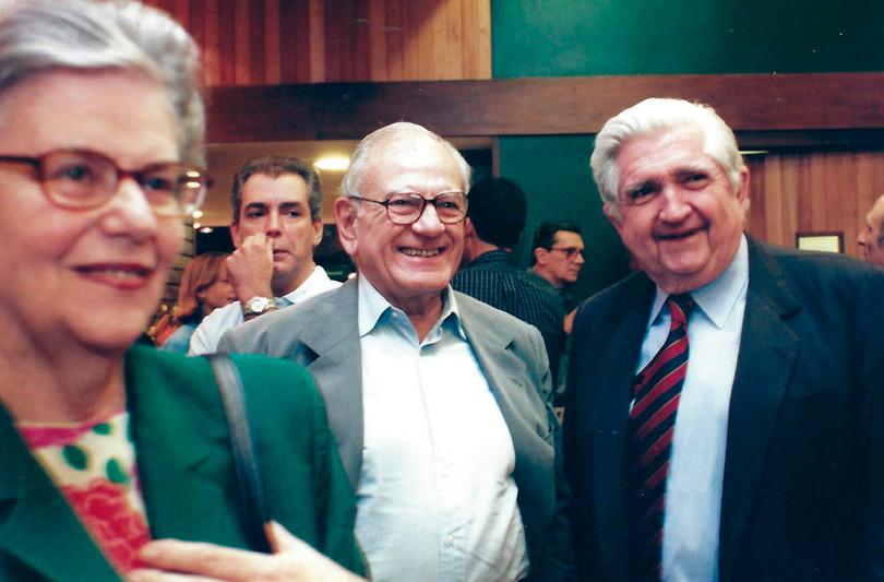 Maria Luiza e Hélio Jaguaribe com Fernando Gasparian