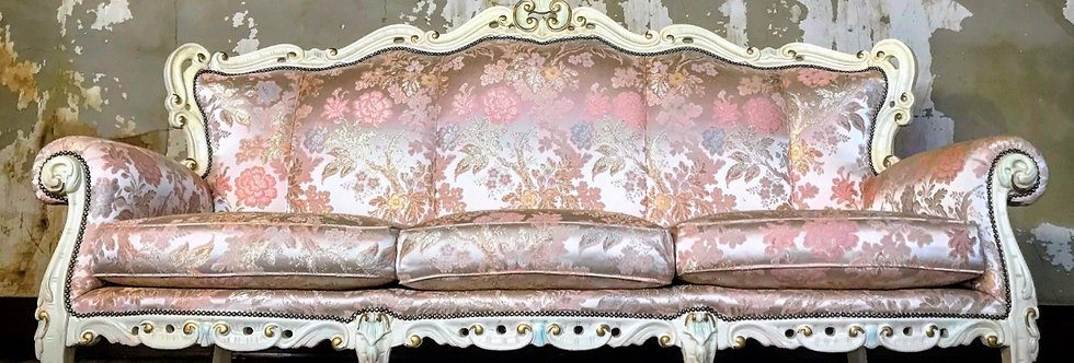 MARIE ANTOINETTE COUCH