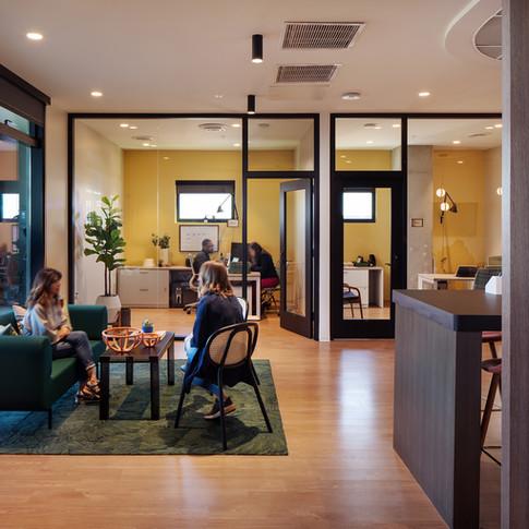 Phoenix Luxury Lounge | Kuchar
