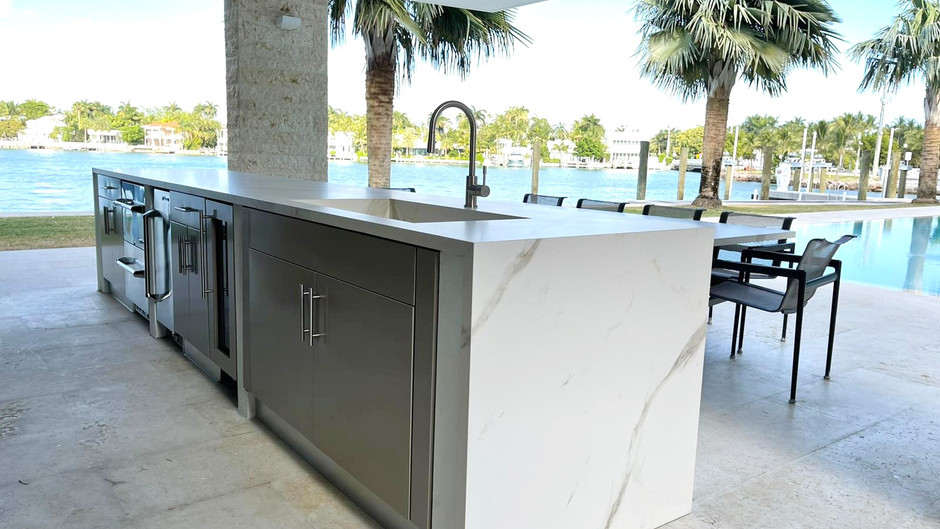Improve Your Backyard With an Outdoor Kitchen and Dining Area