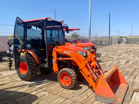SPECIAL --- 2015 Kubota B2650HSDC-TL Cab Tractor Loader WITH Post Hole Digger For Sale – Only 272 Ho