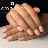 Fullcover Nails in pale peach und silber Nail Art