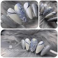 Winter Nail Art in blau, silber und weis mit Strasssteinen