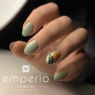 Nägel. ovale Form. Fullcover in sage green mit Blätter Nail Art