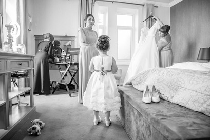 Natural Wedding Photography Photo Flower Girl in Swansea, Carmarthen and The Gower