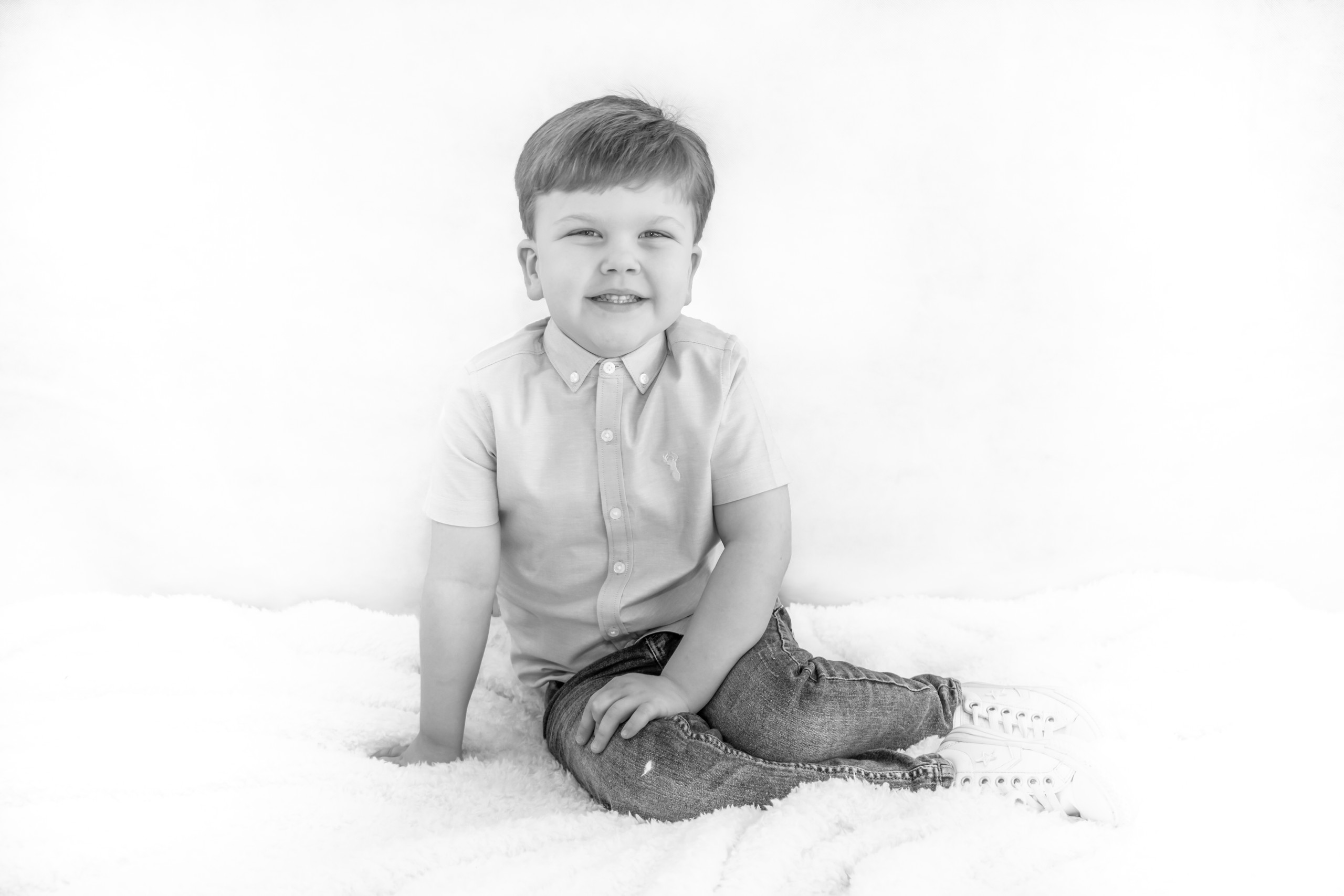 Swansea Family Sessions for Black and White Photography. Photographer also covers the Gower, Carmarthenshire, Llanelli and South Wales for Babies, Children and Pets