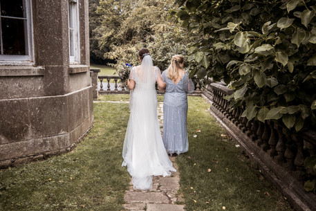 Cardiff and swansea natural wedding photographer