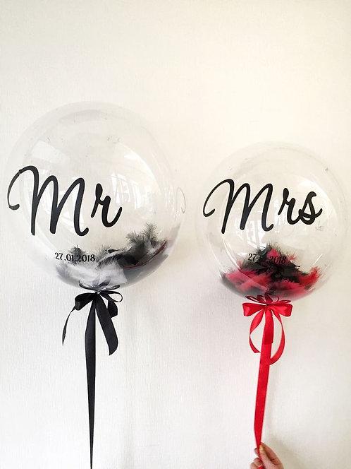 Композиция из двух шаров Bubbles с перьями и надписью