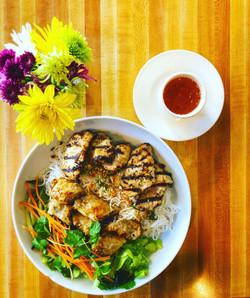Bun Chicken with crispy meat rolls