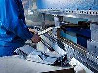Abkanten von Blechen bei Atzlinger GmbH