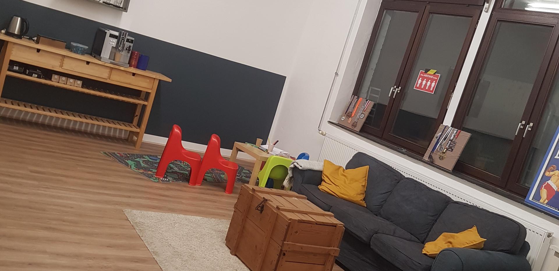 Couch und Kinderecke