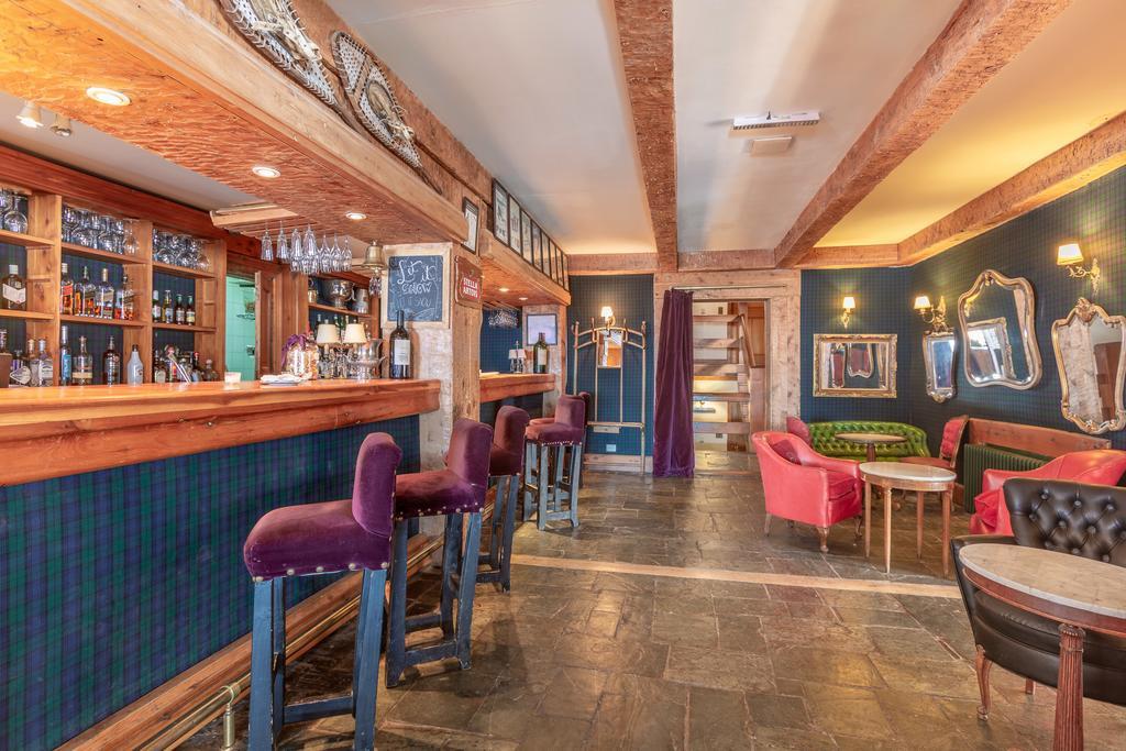 Bar Lounge.jpg