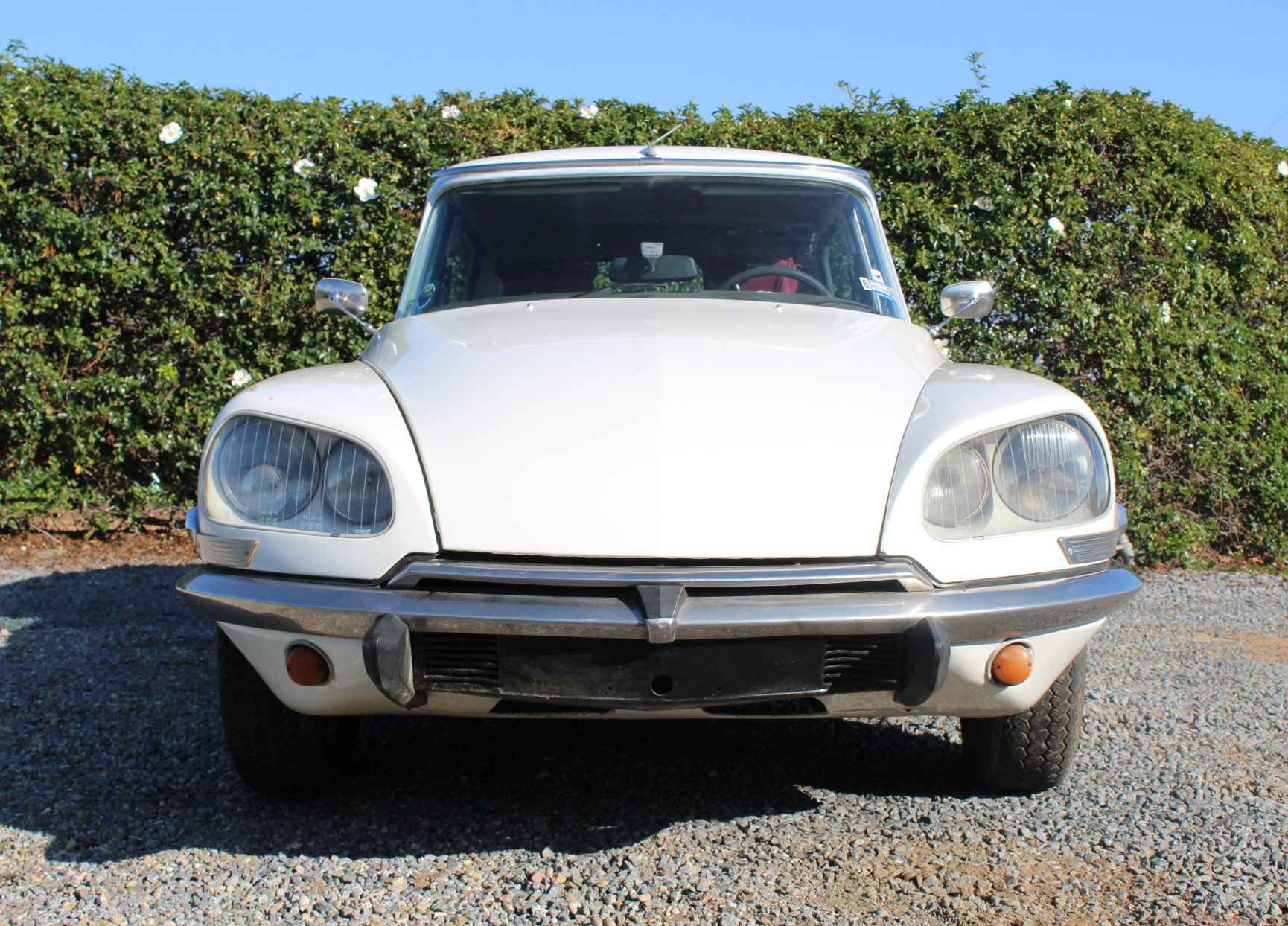 1972 White Citroen DS21 - Front