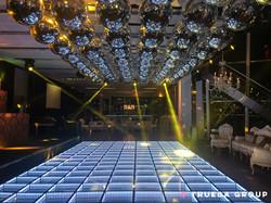 Techo Esferas x 60 + Pista LED Espejada
