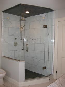 Neo-angle hybrid glass shower