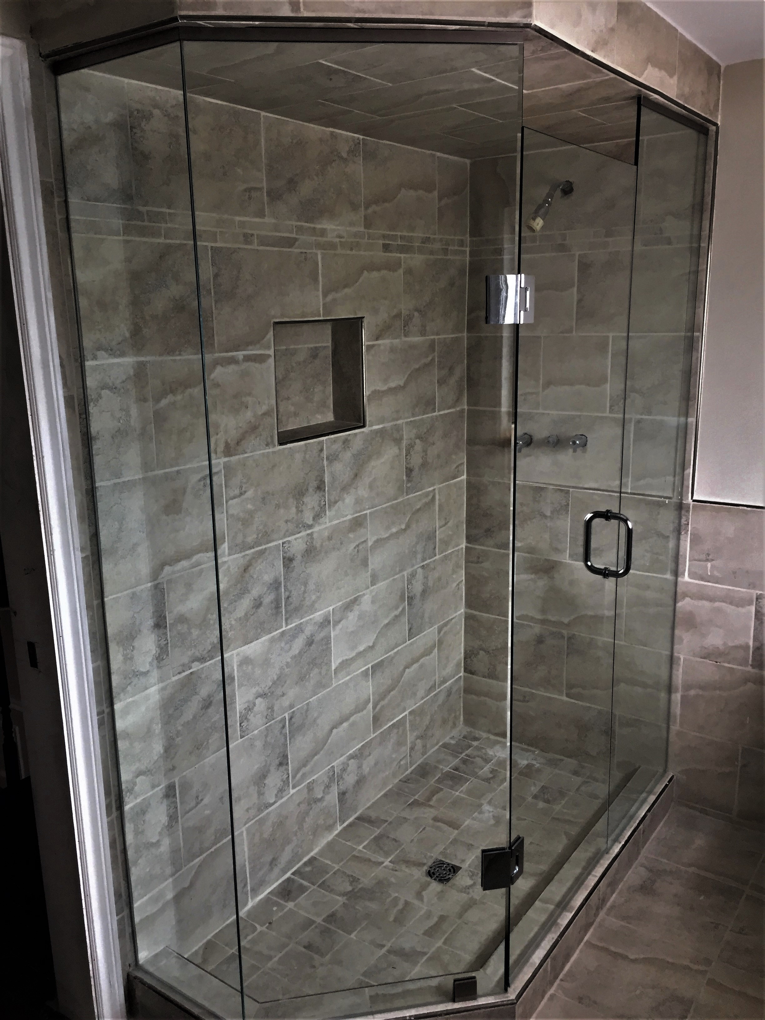 Neo-angle glass shower