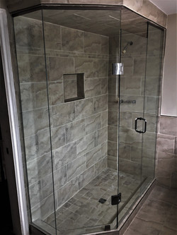 Neo-angle glass shower
