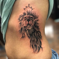 Little girly lion I did #lion#liontattoo#bng#bnginksociety#ribtattoo#girlytattoo#tatsoul#eternalink_