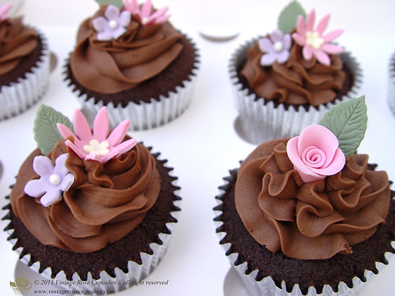 6 Vintage Chocolate Flower Cupcakes